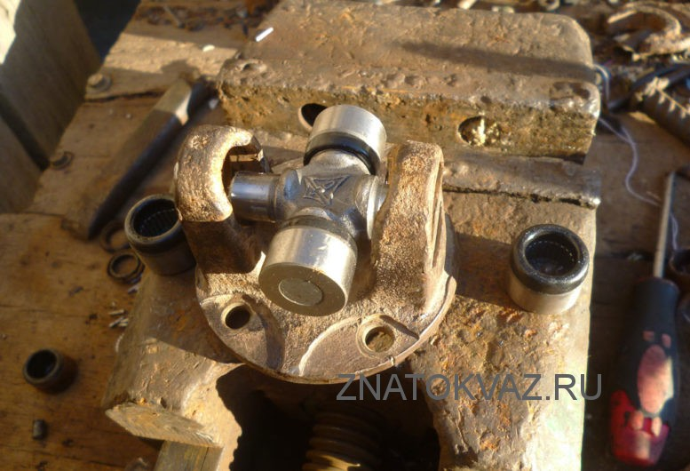 Замена крестовины кардана ВАЗ 2107